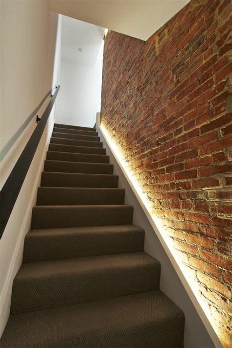 Cage D'escalier Cuisine Moderne Et De Couleur Blanche