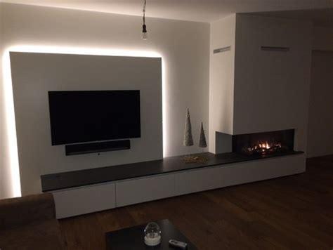 wohnzimmer wand design wohnzimmer tv wand mit integrierter led beleuchtung und gaskamin