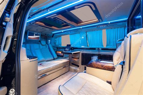 vip service auto interieur comfortabele stoelen en luxe decoratie stockfoto 169 dmindphoto 98571258