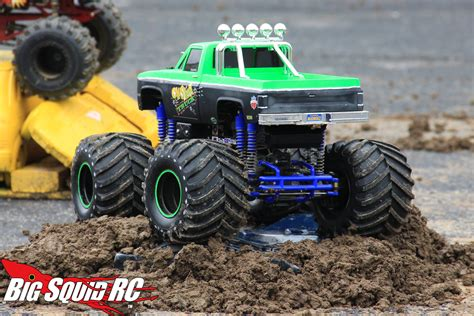 monster truck videos in mud everybody s scalin for the weekend trigger king r c mud