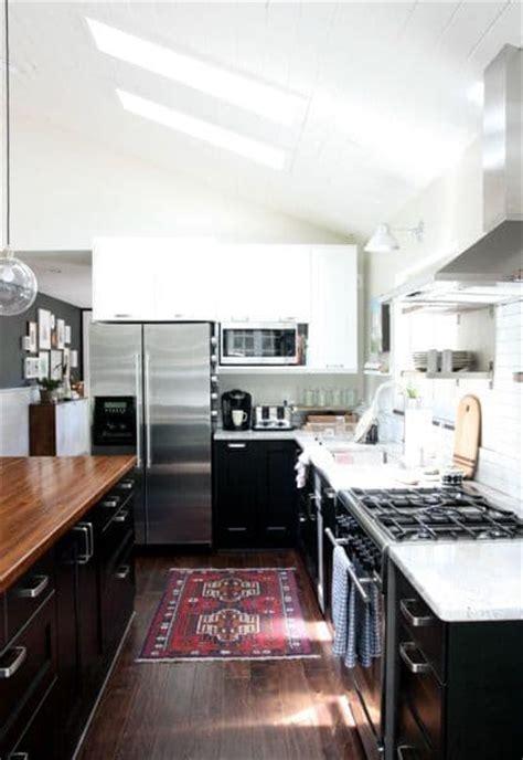 tone tuxedo kitchen bright green door