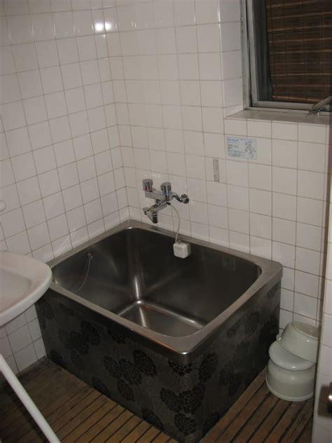 smallest bathtub   world photo  jordaloo billabong