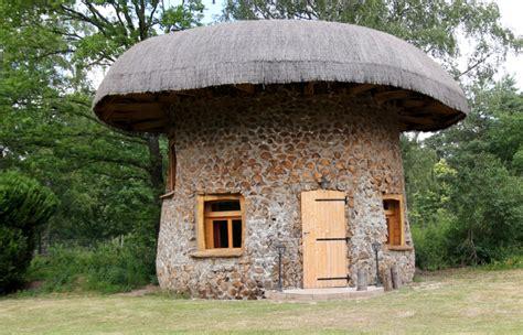 cabane dans la chambre la cabane chignon séjournez dans nos cabanes dans les