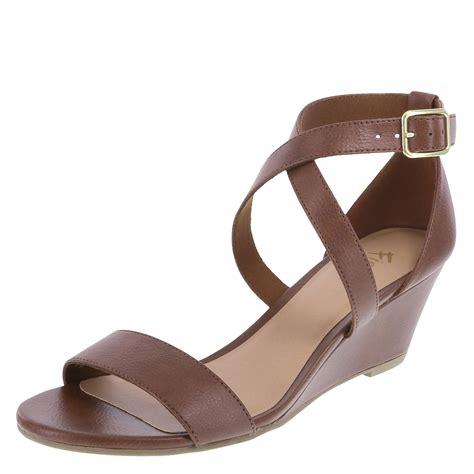 fioni princess 39 s mid wedge sandal payless