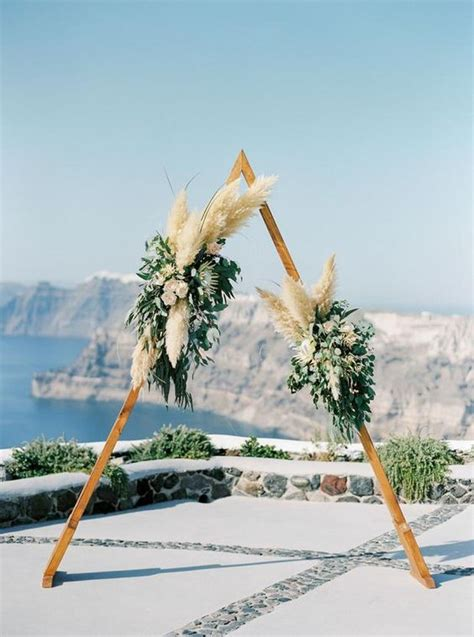 wedding trend  incredible pampas grass wedding