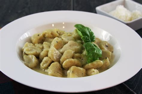 gnocchi sauce my life as a mrs 187 gnocchi in parmesan garlic sauce