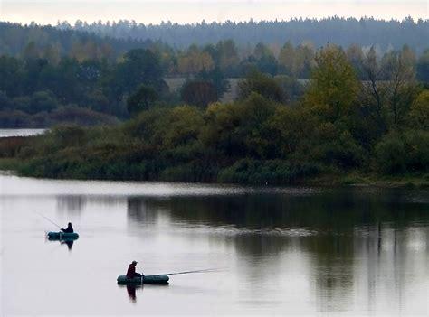 Fishing on the Volma River in autumn, Minsk region ...