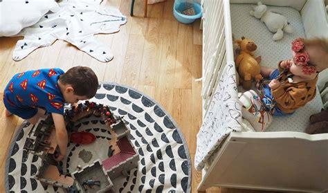 bébé dort dans sa chambre aménager 1 chambre pour 2 enfants bébé dans la chambre