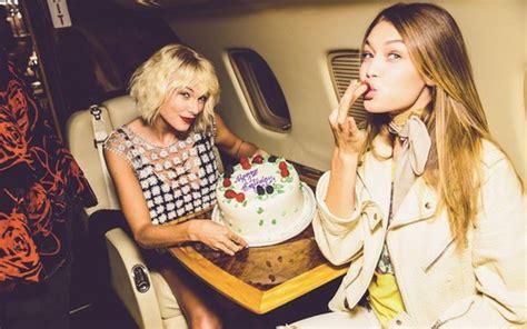 Gigi Hadid comemora 21 anos em jatinho com Taylor Swift ...