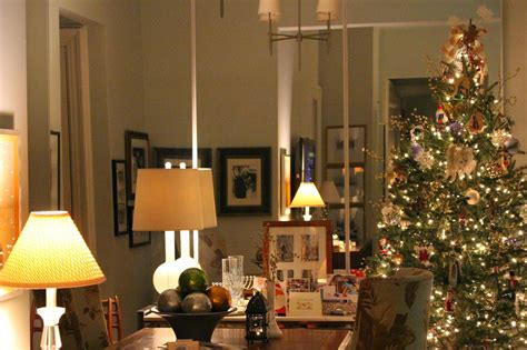 holiday decorating  small spaces  nyc apartment