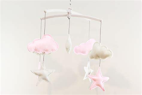 un mobile nuages et étoiles pour léonie lalouandco
