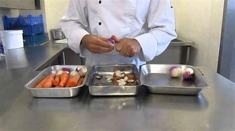 cours de cuisine pour jeunes cours de cuisine méthode pour éplucher des légumes