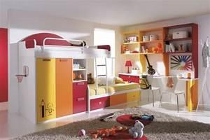 le lit mezzanine avec bureau est l39ameublement creatif With tapis jaune avec lit superposé avec canapé ikea