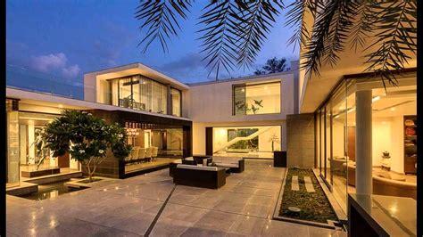 Contemporary New Delhi Villa With Amazing Courtyard And Water Features contemporary new delhi villa with amazing courtyard and