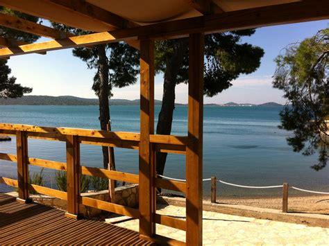 mobilheim kroatien günstig mobilheim direkt am meer und strand 1 reihe pirovac