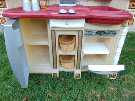 step 2 country kitchen tikes step 2 country play kitchen real sounds stove 5798
