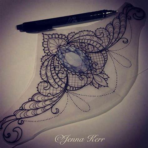 dessin tatouage sous poitrine saphir entoure de dentelle