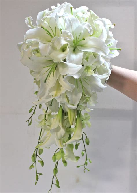 17 Best Ideas About Cascading Bridal Bouquets 2017 On
