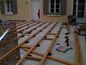 Pose Terrasse Bois Sur Terre : construire une terrasse en bois sur terre am nagement ~ Melissatoandfro.com Idées de Décoration