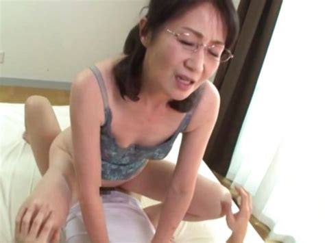 Hot Japanese Mature Likes Pussy Licking