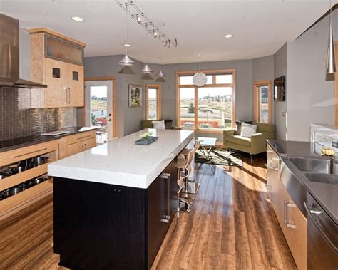 kitchen floor trim wood floor color to blend with light maple cabinets 1681