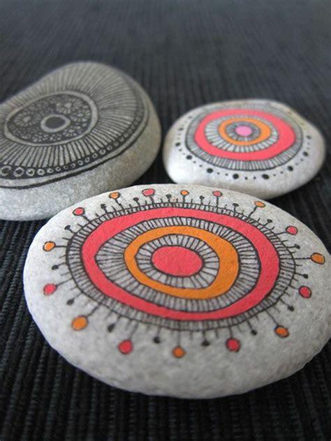 mandala steine bemalen steine bemalen 40 ideen f 252 r originelles basteln mit steinen