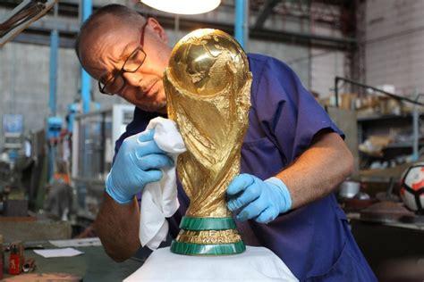 fabbrica ladari paderno dugnano coppa mondo 6 chili d oro massiccio e base in
