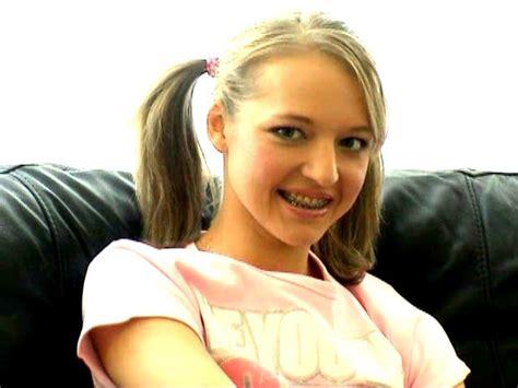 Whatch Porn Of Seductive Amateur British Schoolgirl
