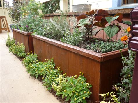 Garden In A Box by Pssst Want A Handsome Planter Box Garden Rant