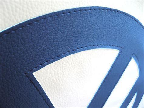 cache roue de secours blanc avec logo vw cousu bleu skbf