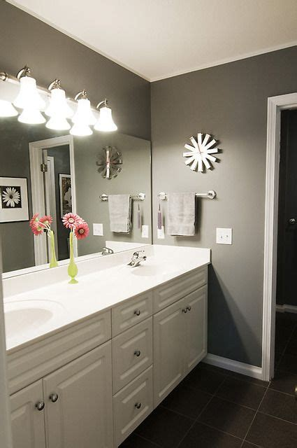 gray bathroom walls ideas