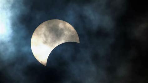 Bezpłatne również do użytku komercyjnego bez konieczności podawania autora bez praw autorskich. Zaćmienie Słońca i Księżyca oraz deszcz perseidów. Kosmiczne atrakcje 2015 roku