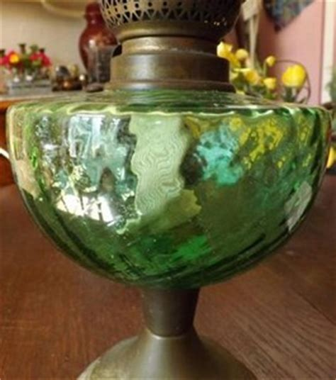 le 224 p 233 trole toupie verte avec verre de le ancien pied fa 231 on 233 tain boutique www
