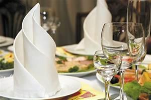 Servietten Falten Tischdeko : servietten falten hochzeit 40 ideen f r einen sch n dekorierten tisch ~ Markanthonyermac.com Haus und Dekorationen