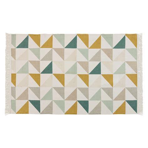 motif chambre fille tapis motif triangles en coton 120 x 180 cm gaston