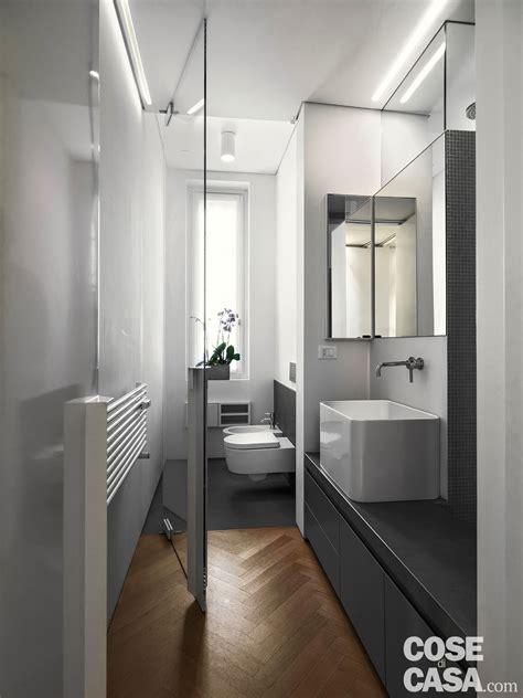 con cabina armadio e bagno 110 mq con una parete in vetro per dividere soggiorno e