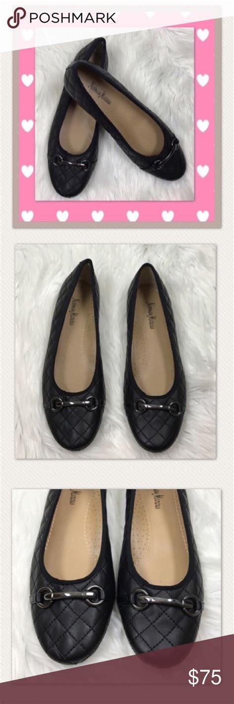 foto de Neiman Marcus quilted black flats Neiman Marcus quilted