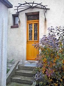 Grille Porte D Entrée : pose d 39 une porte d 39 entr e en bois avec grille en fer forg ~ Melissatoandfro.com Idées de Décoration