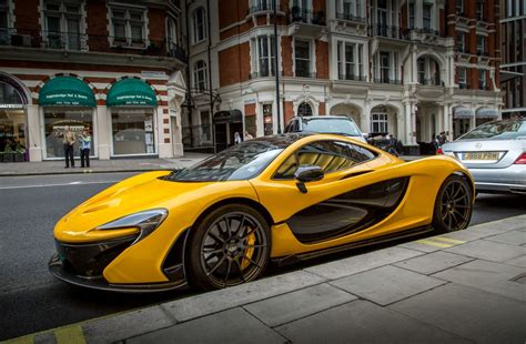 mclaren p  bugatti veyron rembrandt hit london