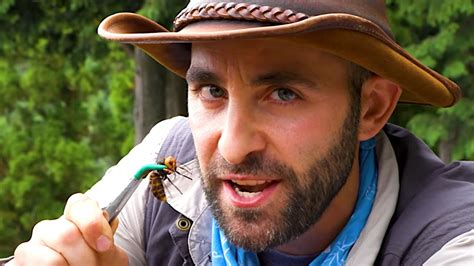 YouTuber Coyote Peterson Let A 'Murder Hornet' Sting Him ...