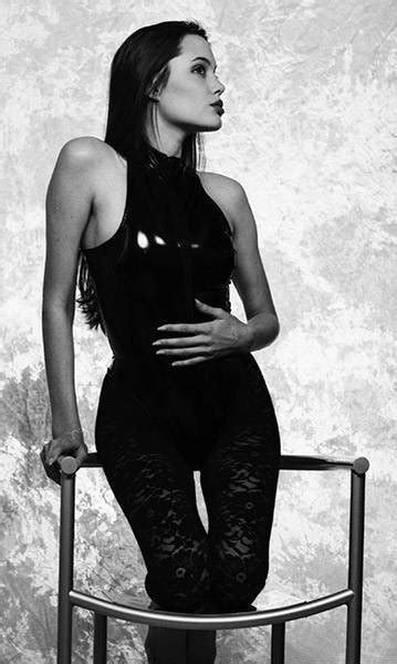 Pin on Photo session of 16-year-old Angelina Jolie