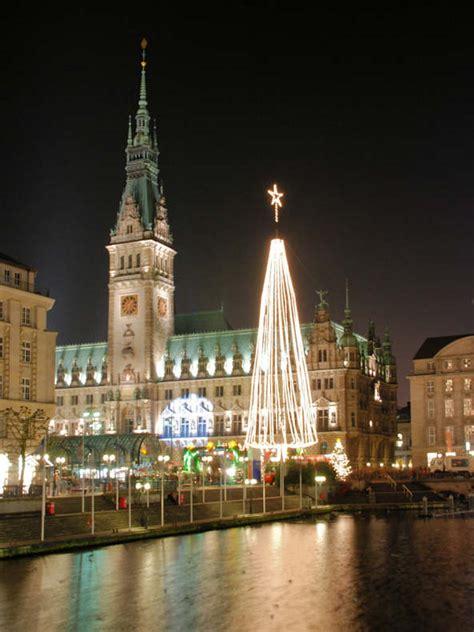 weihnachtsbaum alster 0543 4267 lichterbaum zu weihnachten vor dem hamburger rathaus kleine alster adventszeit