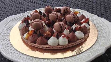dessert avec des macarons macaron g 233 ant aux trois chocolats fa 231 on fantastik les gourmandises de n 233 mo