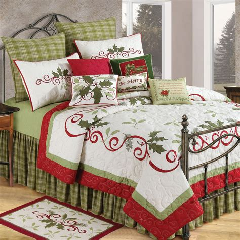 C & F Enterprises Holiday Garland Holiday Quilt Bedding