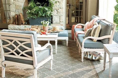 Patio Arrangements by 15 Ways To Arrange Your Porch How To Decorate