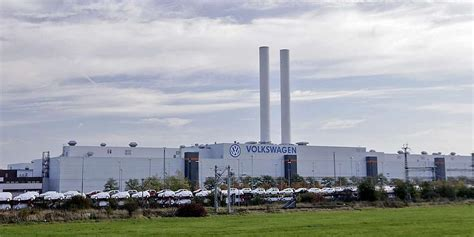 vw plans  produce  electric cars  day
