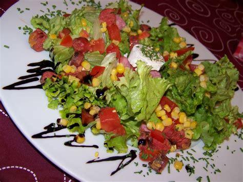 decoration de salade sur assiette une assiette de salade toute simple ma maison d 233 pice