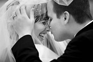 five current wedding trends fashion and lifestyle trends With photojournalistic style wedding photography