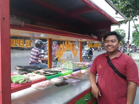 unik warung kue tradisional  diberi nama aa menunggu