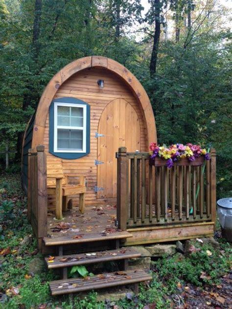 tiny cabins  sleep    people catawba falls